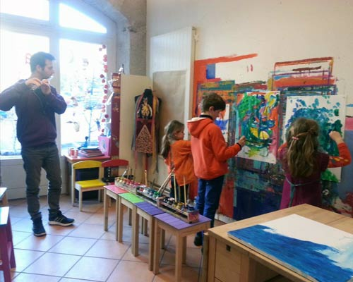 Painting and music techniques at l'atelier des lutins